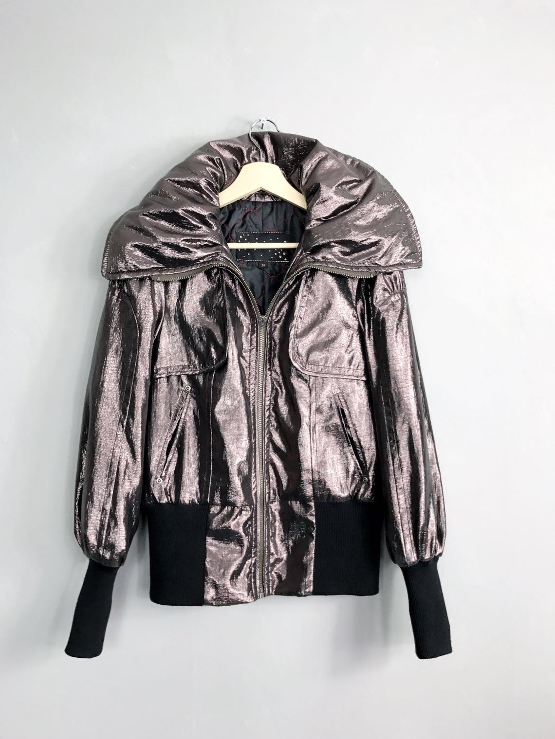 Metallic Jacke von SPOOM mit riesigem Kragen