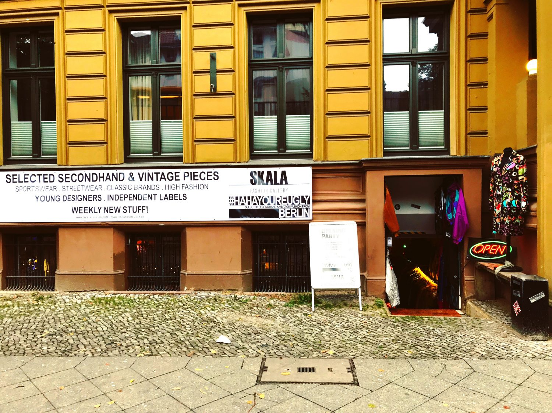 vintage shop Berlin Kreuzberg - SKALA FASHION GALLERY x HAHAYOUREUGLY BERLIN Eingang